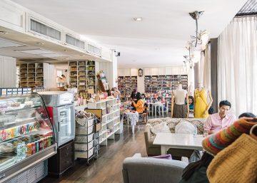 Big Knit Café